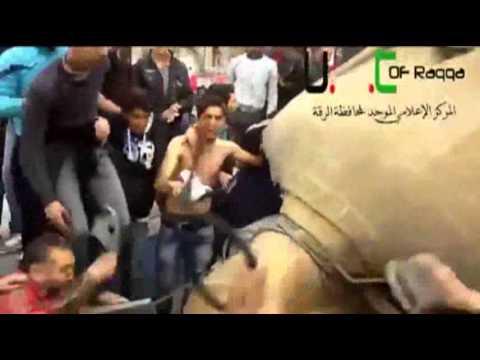 Raw: Syrian Rebels Tear Down Assad Family Statue