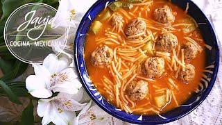 sopa de fideo con albondiguitas calientita y llenadora