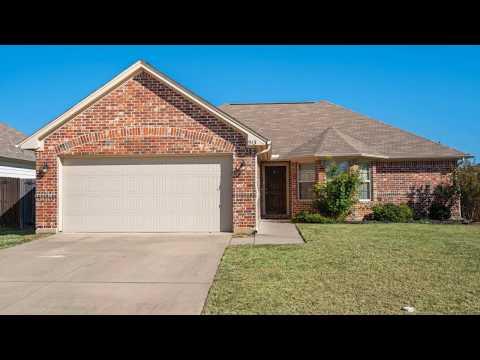 913 Glenview Drive Aubrey, TX 76227 Listing Highlights