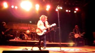 Collective Soul - Hollywood + Riffing on Metallica, AC/DC, Catch Scratch Fever