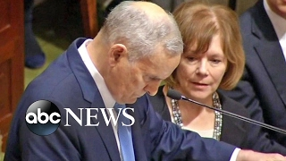 Minnesota Governor Mark Dayton Collapses During Speech