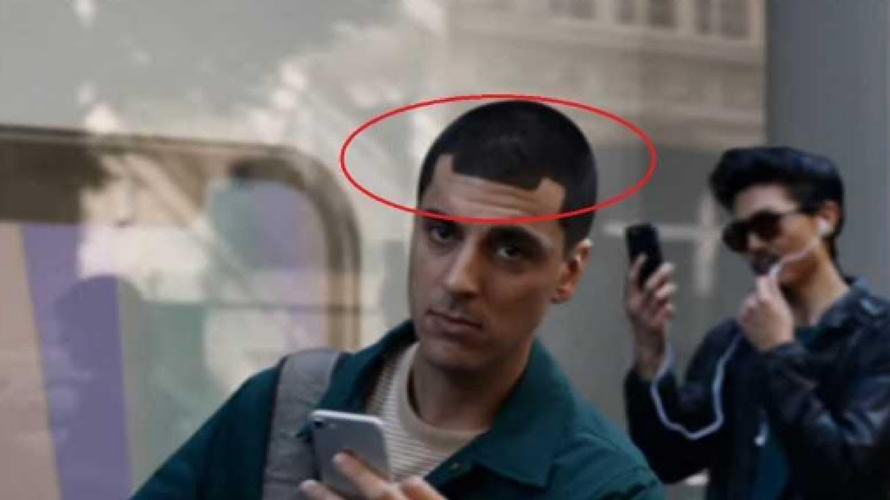 Photo of سامسونغ تسخر بقسوة من أبل SAMSUNG AD RUTHLESSLY MOCKS IPHONE X 'NOTCH' WITH APPLE FANBOY HAIRCUT – ايفون