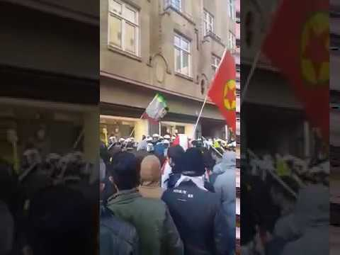 Düsseldorf:  Schlägerei   Kurden PKK  greift  deutsche Polizei an