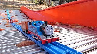 Thomas the Tank Engine train toy Autumn park playing video for children