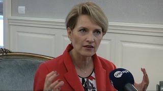اول وزيرة دفاع في البلد الوحيد ذو غالبية مسلمة في اوروبا