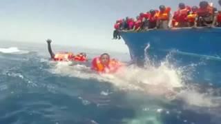 Mittelmeer: So dramatisch rettet die Küstenwache Flüchtlinge aus Seenot