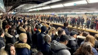 Raw: Train derailment causes chaos on Line 1 during morning commute