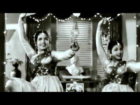 aplam chaplam..usha and lata mangeshkar - cndra -azaad 1955 آزاد