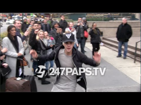 (Exclusive) Justin Bieber SkateBoarding off the steps of MSG in NYC 12-28-14