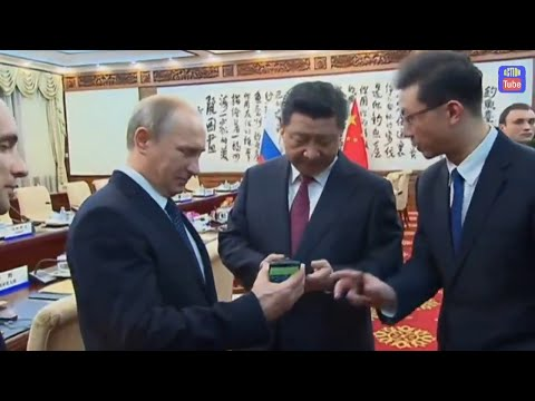 No iphone in Russia,Putin gave Russian YotaPhone smartphone in China