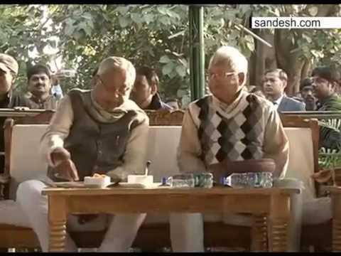 Nitish Kumar at Lalu Prasad Yadav residence in Patna for 'Dahi-Chura' feast on Makar sankranti