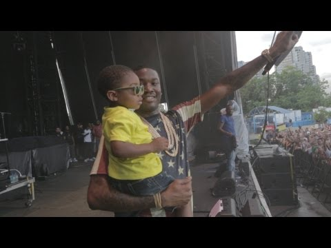 "MEEK MILL - BRINGS HIS SON OUT ""VERSACE FREESTYLE"" ""LEVELS"" #RIPLILSNUPE"