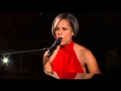 Alicia Keys Singing At Sandy Aid Concert