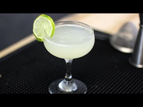 How to make a Gimlet - Cocktail Recipe