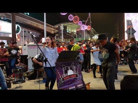Geboy mujair-Nurul feat Redeem buskers cover Ayu ting ting,goyang sakan