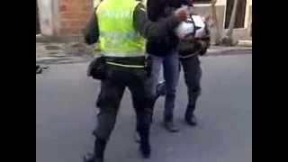 Pela a los Tombos BELLO (Antioquia) Pelea de policias COLOMBIA