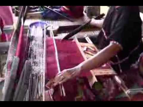 Traditional Hand Weaving - Lombok Island - Map (Peta) - Indonesia Travel Guide (Tourism)