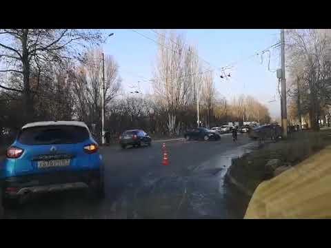 Kerch.FM: В Керчи на ул. Генерала Петрова столкнулись легковушки