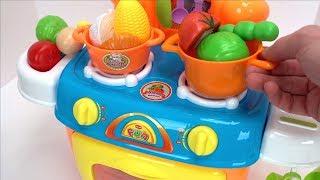 एक खिलौना रसोई Playset और वेल्क्रो फूड्स के साथ खाद्य नाम जानें!