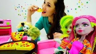 Видео для девочек. Девчонки МОНСТР ХАЙ готовят ужин для Портера. Игры #Школамонстров на #Лайкландия