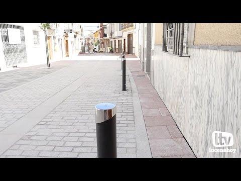"""VÍDEO: Ciudadanos califica como """"chapuza"""" la colocación de pivotes sobre la calzada de la calle Álamos para ampliar la reducida acera"""
