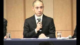 歌舞伎俳優市川海老蔵(33)が7日、病院を退院し、都内のホテルで会...