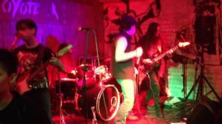 Shoot to thrill - El Coyote Bar