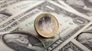 اليورو ينخفض لأدنى مستوياته في 15 شهرا أمام الدولار