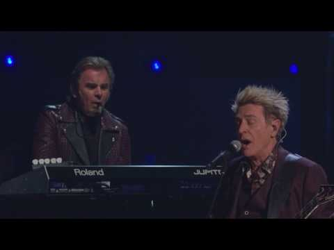"2017 Rock Hall Inductees Journey Perform ""Separate Ways"""