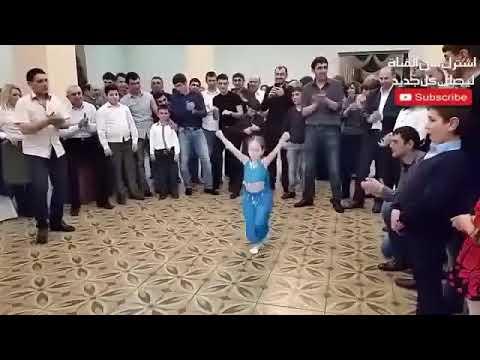 طفلة خطفت الانظار من العروسة وهيجت الفرح كله برقصها  اصغر راقصة فى العالم2017 thumbnail