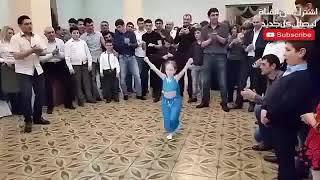 طفلة خطفت الانظار من العروسة وهيجت الفرح كله برقصها  اصغر راقصة فى العالم2017