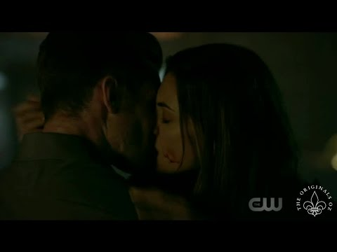 The Originals 4x01 Freya cures Elijah. Hayley & Elijah reunite & Kiss