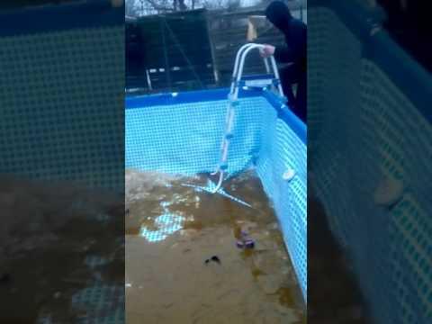 Il rentre quand une piscine gelée