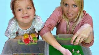 Супер Джеллі бафф проти Orbeez іграшка гра з Лізою і мамою!