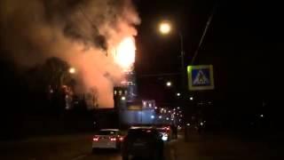 Прямо сейчас горит колокольня Новодевичьего монастыря в Москве.