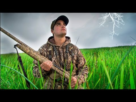 Duck Hunting in BIG STORM - Kill and Cook Challenge 2017