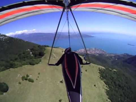 Volo In Deltaplano Sul Lago Di Garda. Hang Gliding On Garda Lake - 001b