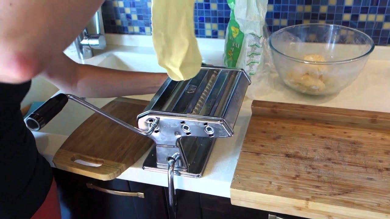 29 дек 2015. Интересует машинка для приготовления пельменей и равиоли?. Вот посмотрите, отличный прибор, умеет так же раскатывать тесто и.