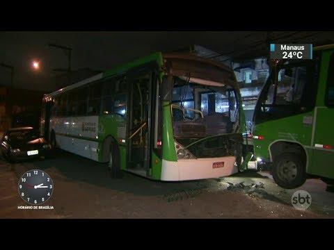 Acidente envolvendo ônibus e micro-ônibus deixa 8 feridos em SP | SBT Notícias (02/11/17)