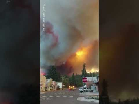 New video shows massive Dixie wildfire moments before it destroys Greenville, Calif. #shorts