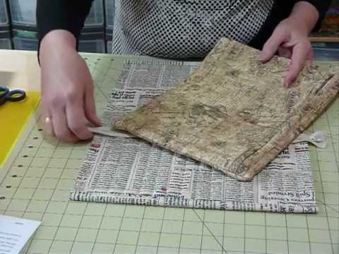 how-to-make-a-flat-bag-with-a-zipper-closure---quilting-tips-&-techniques-091