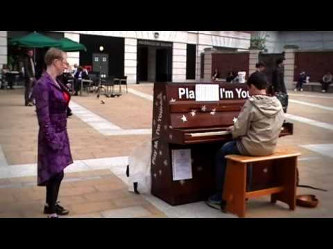 Gilly Spencer Plays Street Piano :: Paternoster Square