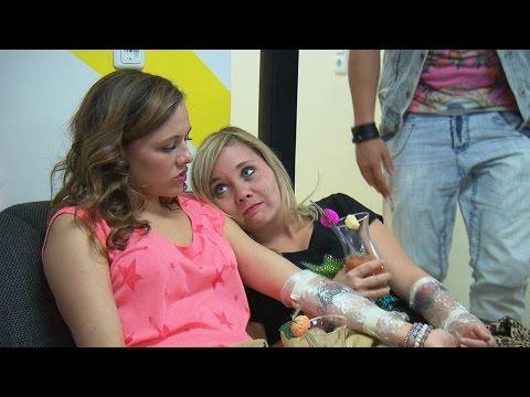 Köln 50667: Anna & Chantal mit Freundschafts-Tattoo?