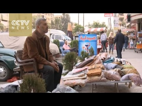 Life in Syria: Former shop owner now a street vendor