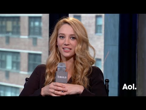 "Yael Grobglas On ""Jane The Virgin"" 