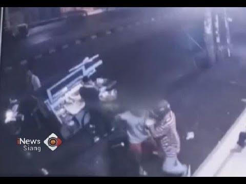 Sadis!! Tiga Remaja Diduga Geng Motor Serang Warga dengan Senjata Tajam - iNews Siang 25/04