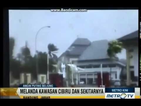 WAPBOM COM   Video Amatir Detik Detik Puting Beliung Hancurkan Perpustakaan UIN Bandung1