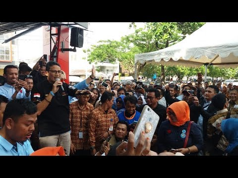 Sandiaga Uno Nyanyi Lagu 'Duduk' di Cafe Red Corner Makassar
