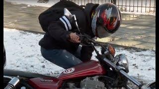 Pokusa była nie do odparcia. Uczniowie musieli przejechać się na nowym motocyklu [Szkoła odc. 676]