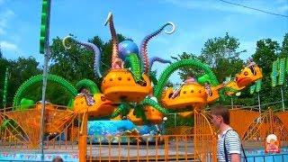 Смотреть видео Куда сходить в Москве. АТТРАКЦИОНЫ для детей в Парке отдыха. РАЗВЛЕКАТЕЛЬНАЯ ПЛОЩАДКА Прыг-Скок. онлайн